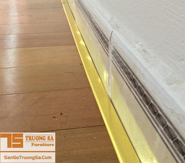 phào nẹp sàn gỗ